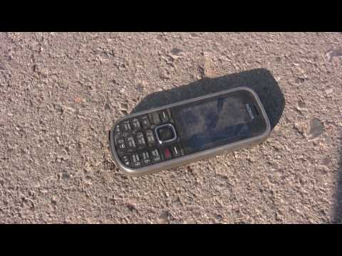 Nokia 3720 classic getting run over by a car