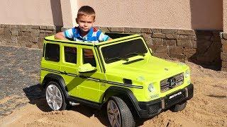 Nieuwe Jeep Mercedes AMG 63 - een elektrische auto uitpakken