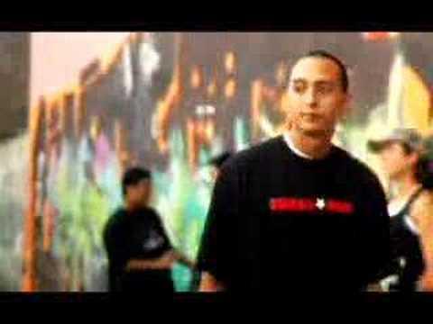 """Pedro Mo """"Escribelo con P"""" de YouTube · Duración:  4 minutos 30 segundos  · Más de 911.000 vistas · cargado el 15.11.2007 · cargado por 44122850"""