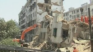 Building collapse in China: Rescue workers search for residents