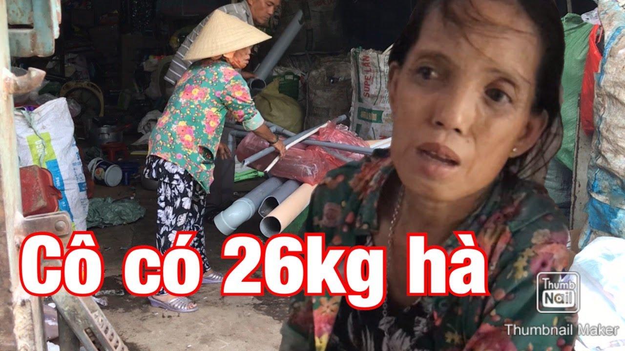 Cùng theo chân cô Loan 26kg đi bán ve chai nuôi mẹ già và ...