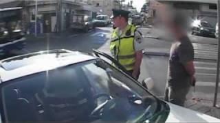 אנשי החוק: כך מורידים רכבים מהכביש ביפו