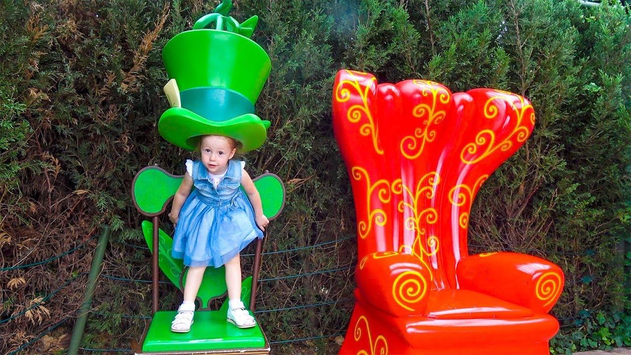 Настя спасает игрушки в парке Диснейленде