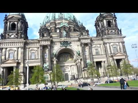 A 5 minute walk around Berlin iconic buildings