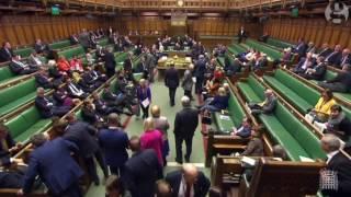 أول فيديو للنواب البريطانيين داخل مجلس العموم بعد الهجوم الإرهابى