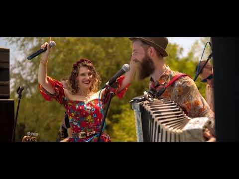 Bella Ciao, Kalashnikov, Gas Gas - Ecaterine & Dimitri Band (Colaj Gypsy)