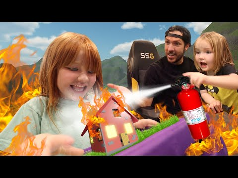 HOUSE FiRE ESCAPE!! 🔥 Roblox Family party for Niko's birthday! Fashion Show with new Adley merch