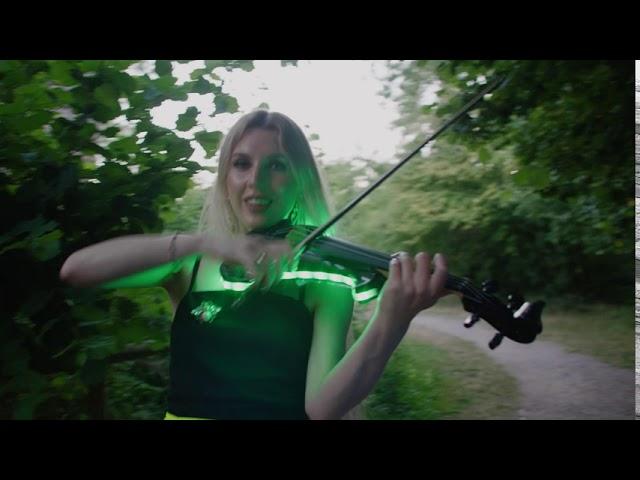 LED string quartet/duo UK. Halo Strings. Ibiza-style LED violinist.