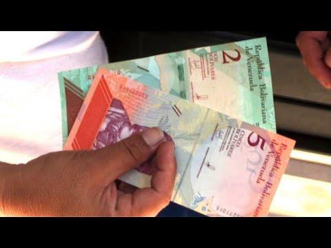 Les Vénézuéliens retirent leurs nouveaux billets
