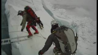 Mount Everest ICE FALL.wmv(http://www.daretoreach.ca/ The best Mount Everest Ice Fall video footage you will see. Shot with a GoPro helmet-mounted camera in the perpective of the ..., 2010-08-03T03:44:33.000Z)