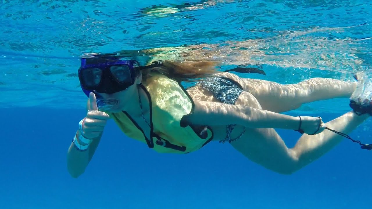 Beautiful girls keep fun with water fountain San Miguel de ...
