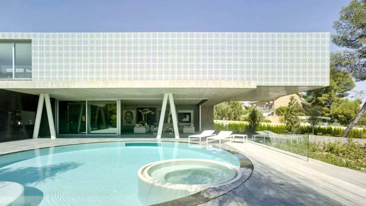 Modern dream house with imposing cantilever by clavel - Clavel arquitectos ...