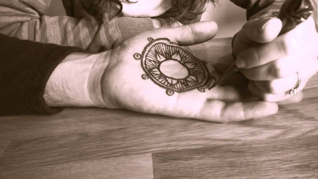 Mehndi Tattoo Images For Boy : Simple mehndi designs that are awesome super easy to try now