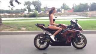 Cura u Bikiniju na Motoru - Suzuki GSX R  - Umetnica :D