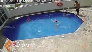 Muere una niña tras ser lanzada varias veces en piscina | Al Rojo Vivo | Telemundo