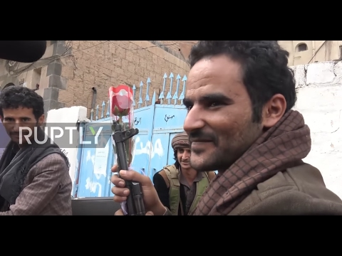 Yemen: Activist hands out Valentine's Day roses in Houthi-held Sanaa