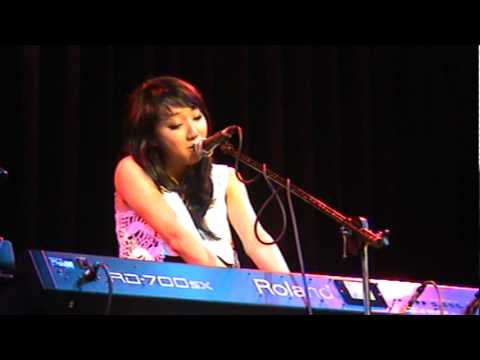 Clara C Live In Manila [12/1/2011] - Clara Chung - Rocketeer (Far East Movement)