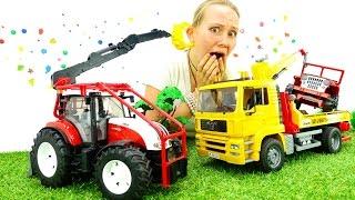 Видео про МАШИНКИ. Авария ДЖИП и ЭВАКУАТОР большие машины для мальчиков. Игрушки для детей(Смотрите видео про машинки! Большие машины игрушки попали в аварию, Джип и Эвакуатор, кто же теперь им помож..., 2016-09-12T12:11:39.000Z)