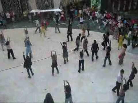 Baile en islazul  inauguración tienda Zippy
