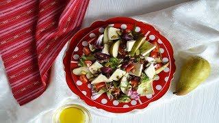 Салат с грушей бри и помидорами черри
