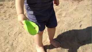 1才9ヶ月 砂遊び 2012.10 Sand art and play