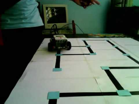 Lego MINDSTORMS NXT solving a maze - YouTube