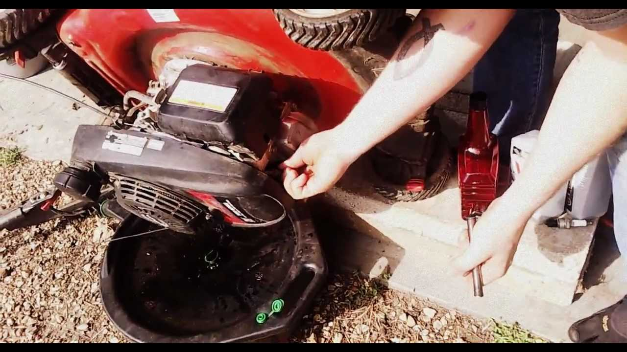 Oil Change And Tune Up >> How-to change the oil and tune-up a Honda push mower in 5 minutes - YouTube