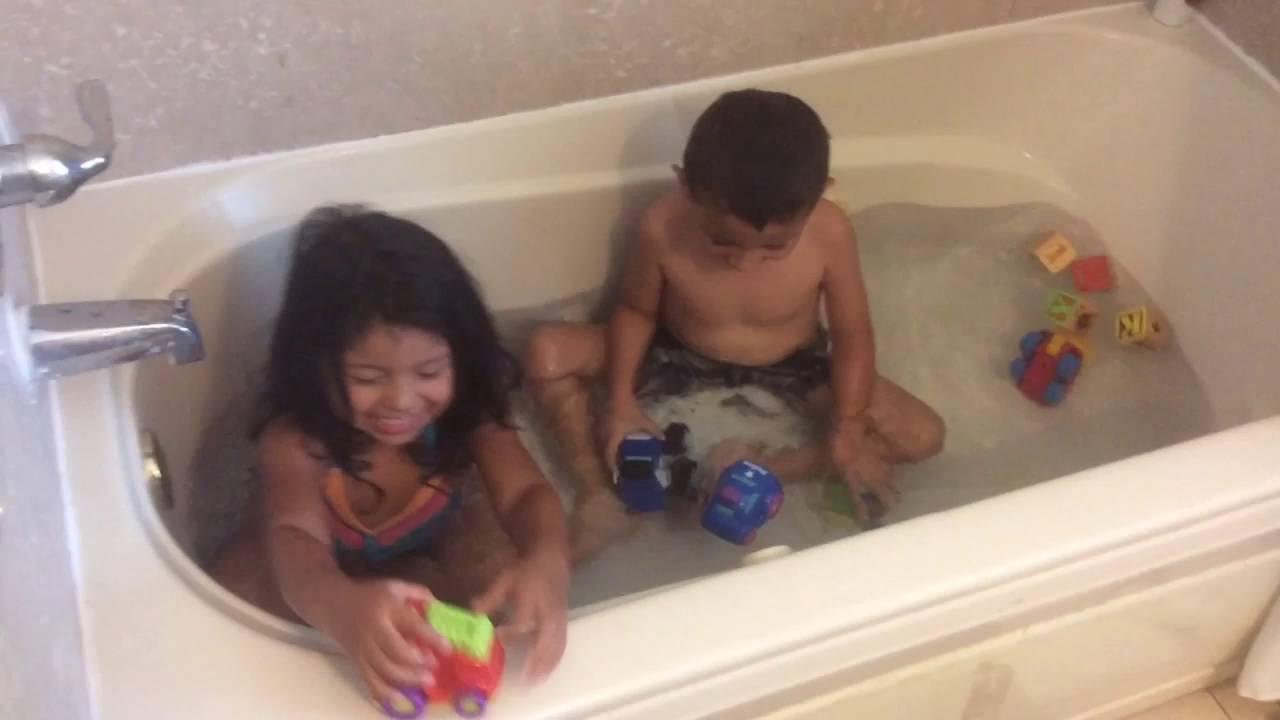Kids Having fun in the tub - YouTube