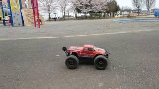 hpi SAVAGE XS SS 桜の咲く公園で…