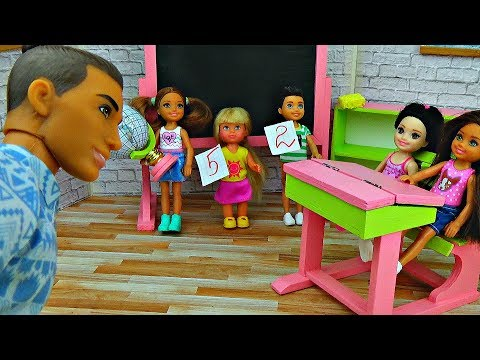 видео: ОПОЗДАЛИ НА УРОК. Двоек больше не будет! Играем в куклы Барби - Школа