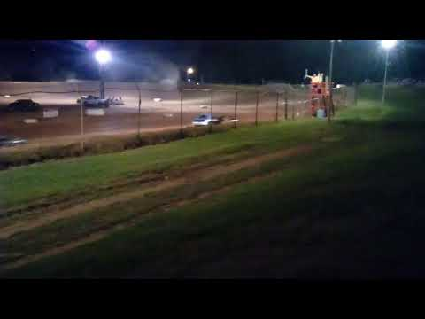 Midway speedway dirt track racing 4 cylinder heat race
