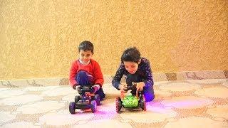 تحدي سباق سيارات الريموت الغريبة بين زياد والياس !!