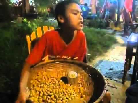 Mưa Thủy Tinh - Bé Cung - Cậu Bé bán Lạc