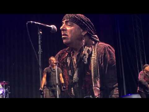 Bruce Springsteen Here she comes walking/I wanna marry you