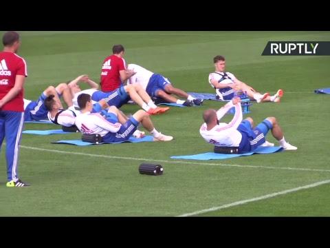 Сборная России по футболу проводит тренировку в Новогорске