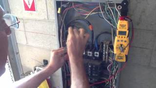 How to measure 3 Phase Voltage with Highleg
