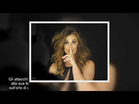 ✅  Vanessa Incontrada mostra lato B: cellulite, buccia d'arancia. Foto