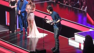 Enrique Iglesias recibiendo un premio en los Billboard Latin Music Awards