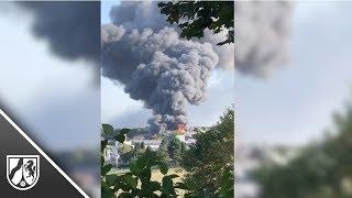 Feuer in Industriegebiet: Rauchwolke über Radevormwald