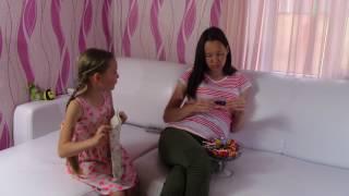 Назад в прошлое / ЧТО-ТО ПОШЛО НЕ ТАК / БЕРЕМЕННАЯ мама не дает Саше КОНФЕТЫ / Видео для детей
