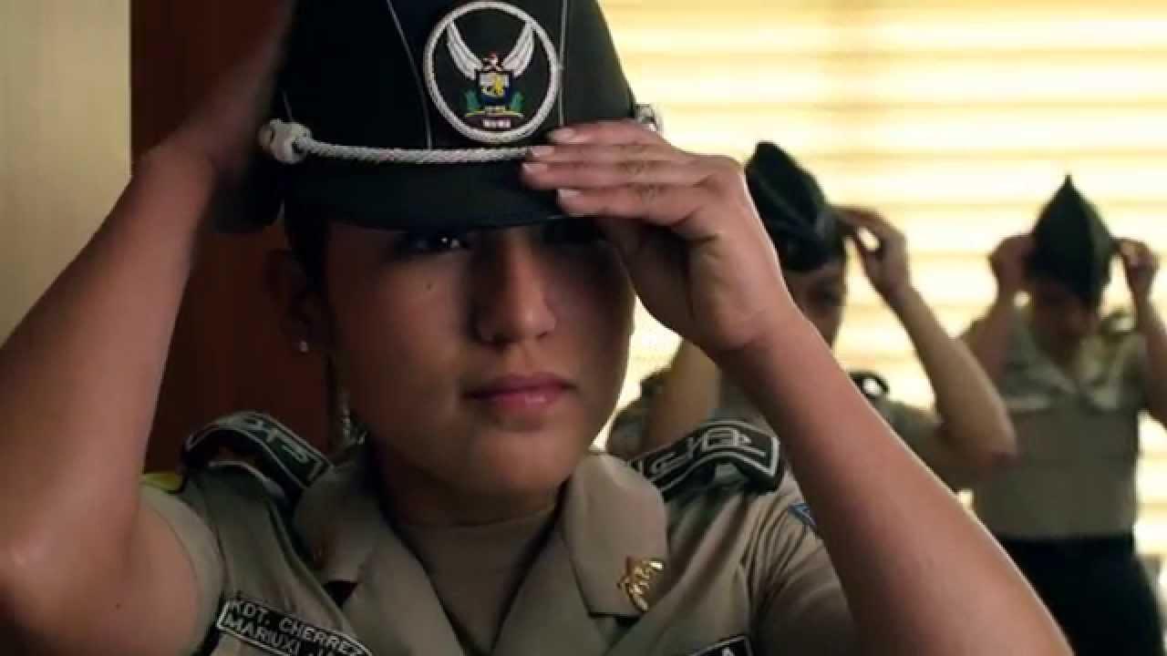 acompañantes femeninas policía