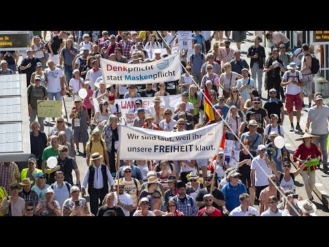 Berlin: Thousands protest