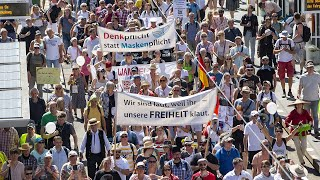 Berlin: Thousands protest against coronavirus restrictions