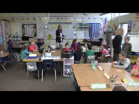 Technology In Elementary Classrooms : Teacher and practicum student interview technology integration in