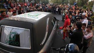 Decenas de artistas dicen adiós a Chespirito thumbnail