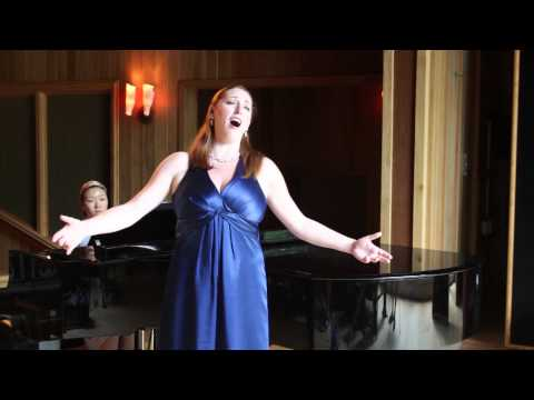 Megan Gillespie sings L'italiana in Algeri by Rossini