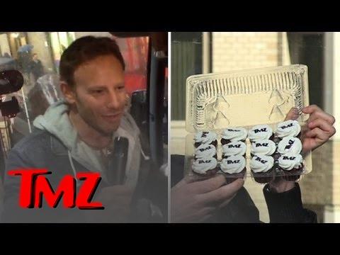 Ian ziering crashes the tmz tour tmz youtube for Tmz tour new york city
