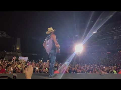 Gillette Stadium Crowd Shows Kenny Chesney The Love