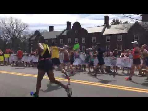 Boston Marathon 2017: Scream Tunnel at Wellesley College