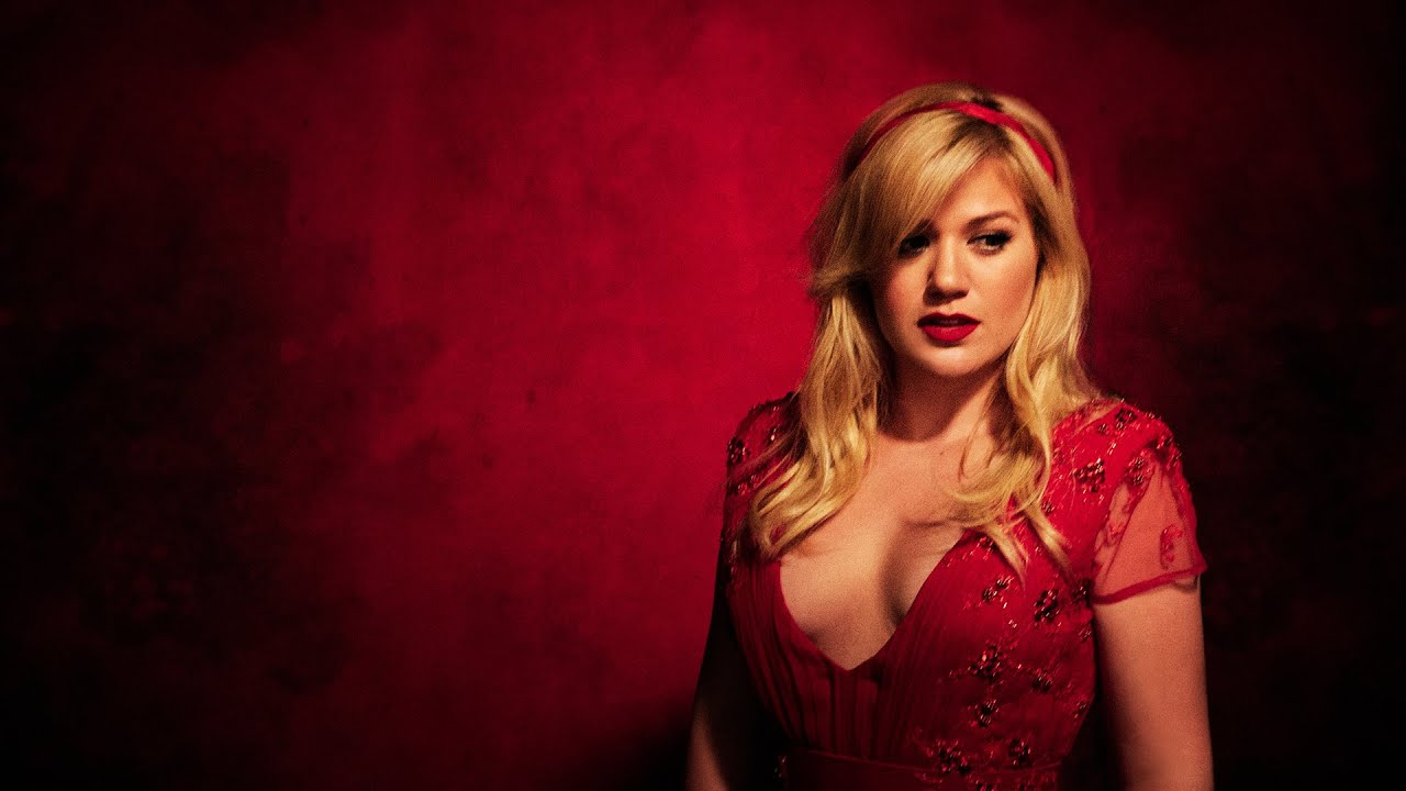 Kelly Clarkson - The Making of Wrapped In Red - YouTube
